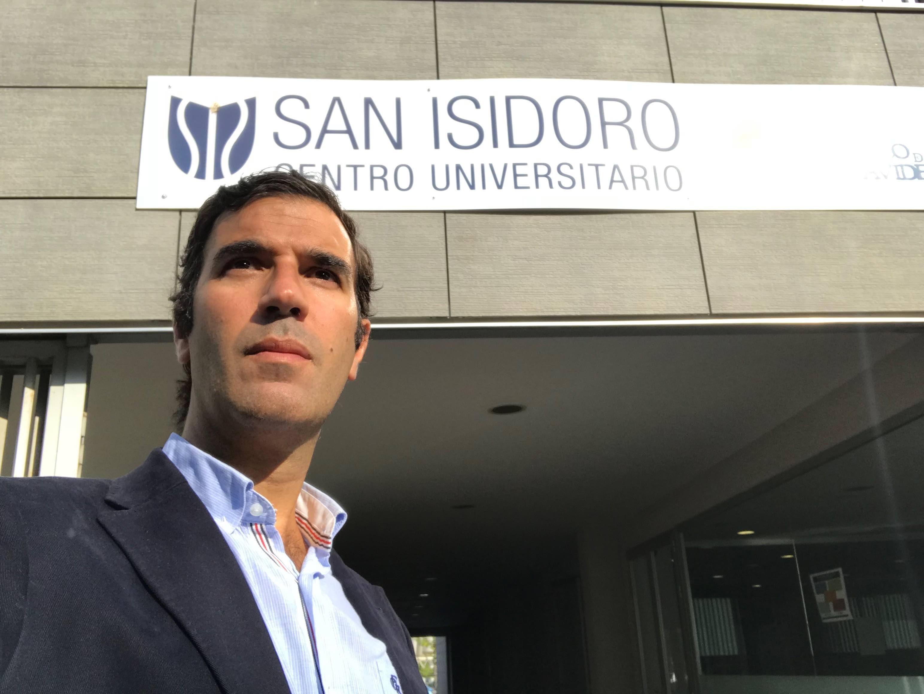 El Dr Bernáldez , Profesor del Grado de Fisioterapia en la UNIVERSIDAD SAN ISIDORO (CEADE) de Sevilla