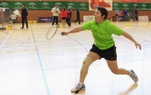 jugadora de badminton curada de epicondilitis con Plasma Rico en Plaquetas