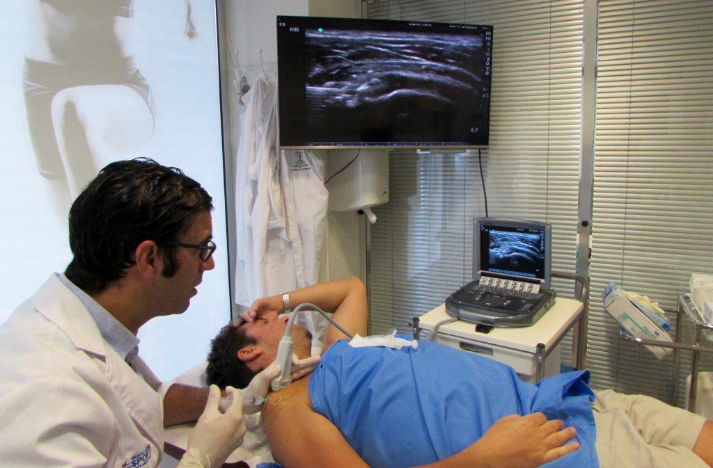 Fig.1. Procedimiento TEG Técnica de Barbotaje hombro derecho en Consulta