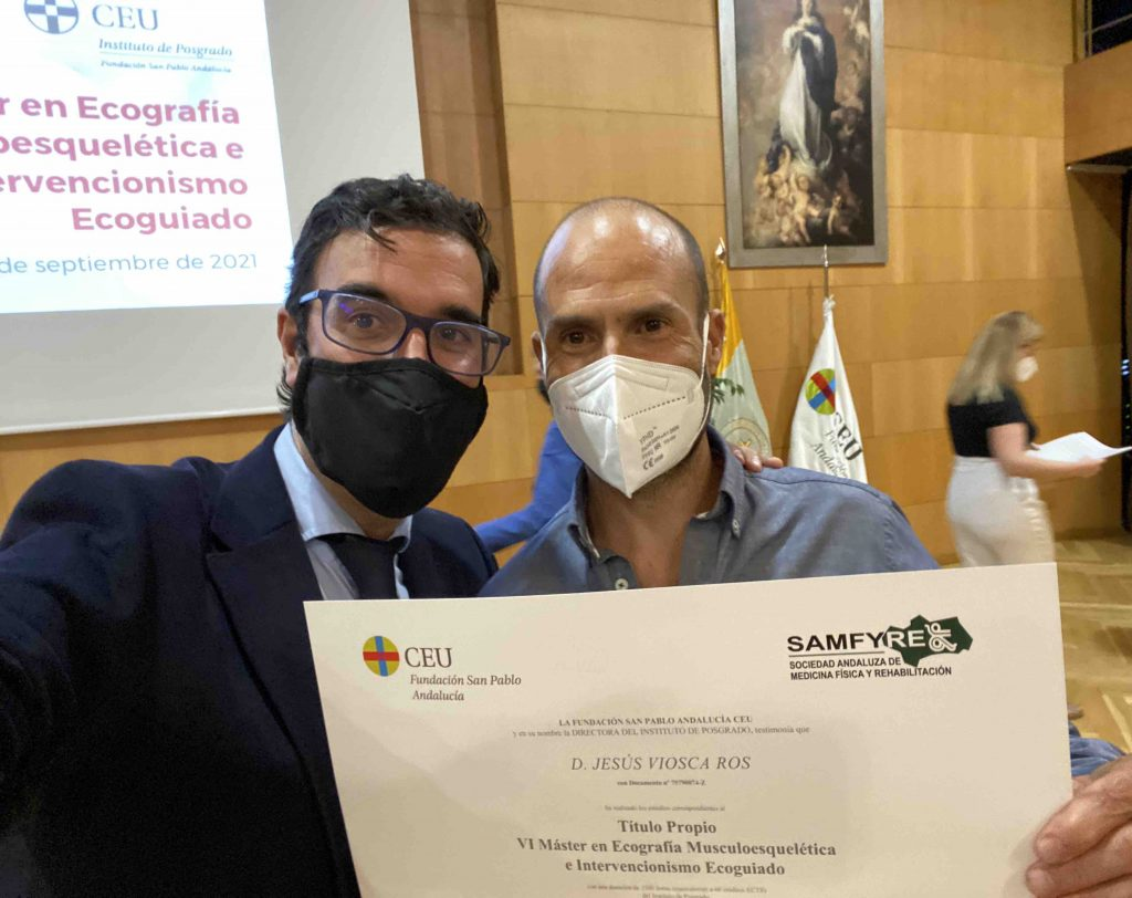 Drs Bernáldez y Dr Jesus Viosca Alumno Master entrega Diploma